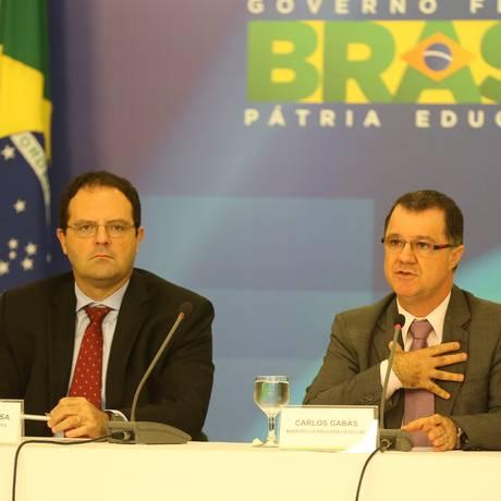 Os ministros do Planejamento, Nelson Barbosa, e da Previdencia, Carlos Gabas, durante entrevista sobre o fator previdenciário no Palácio do Planalto Foto: Ailton de Freitas / Agência O Globo