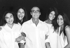 Jeffrey Spector, sua esposa, Elaine, e suas três filhas: Keleigh, Courtney e Camryn Foto: Arquivo pessoal/ Reprodução do Facebook