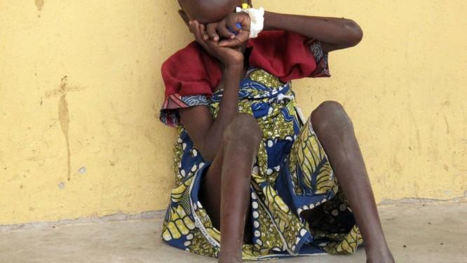 Menina resgtada das mãos do Boko Haram no campo de refugiados de Malkoni, em Yola, no Nordeste da Nigéria Foto: STRINGER / AFP