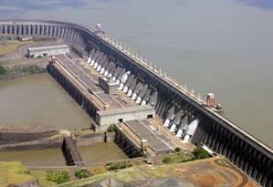 Hidrelétrica de Itaipu: risco hidrológico deve ser repactuado, passando a ser partilhado por consumidores Foto: Agência O Globo