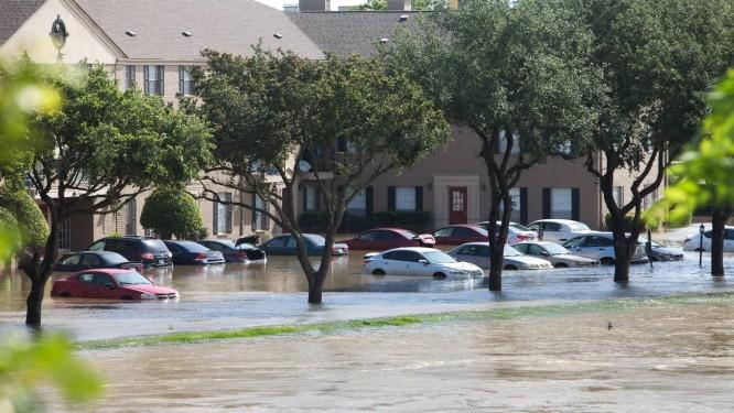 As inundações em Houston, Texas: várias pessoas estão desaparecidas Foto: DANIEL KRAMER / REUTERS