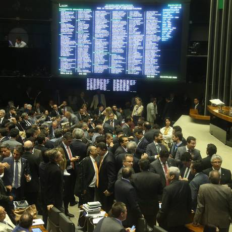 Sessão na Câmara dos Deputados discute os projetos da reforma política Foto: André Coelho / Agência O Globo