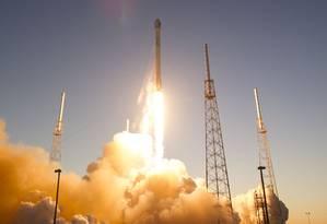 A certificação do foguete da SpaceX Falcon 9 irá dar aos militares um opção alternativa Foto: SCOTT AUDETTE / REUTERS