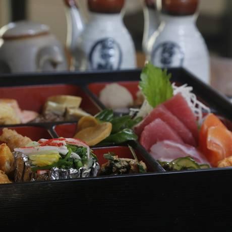 """Obentou: típica """"marmita"""" japonesa, é um dos destaques do Mitsuba Foto: Felipe Hanower / Agência O Globo"""