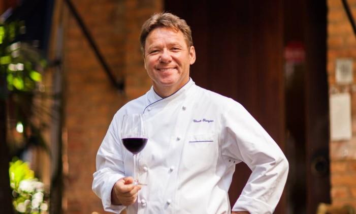 Claude Troisgros, em frente ao Olympe: prêmio nas categorias Restaurante, Chef e Francês Foto: Bárbara Lopes / Agência O Globo