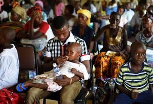 Centro de tratamento em Freetown, em Serra Leoa Foto: FRANCISCO LEONG / AFP
