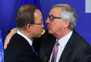 Secretário-geral da ONU, Ban Ki-moon, e o presidente da Comissão Europeia, Jean-Claude Juncker, participam de reunião com representantes do bloco europeu Foto: EMMANUEL DUNAND / AFP