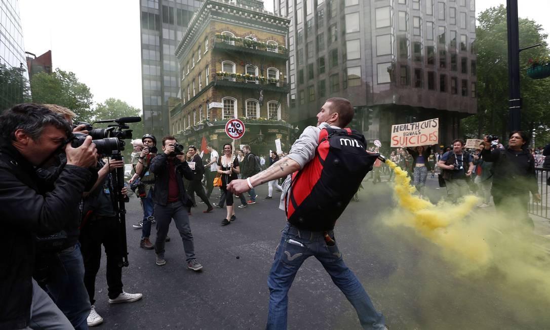 As medidas, no entanto, motivaram protestos em Londres contra a política de austeridade Foto: JUSTIN TALLIS / AFP