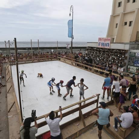 """""""La esquina fria"""": a obra para a Bienal de Arte de Havana aposta no intercêmbio entre EUA e Cuba Foto: ENRIQUE DE LA OSA / REUTERS"""