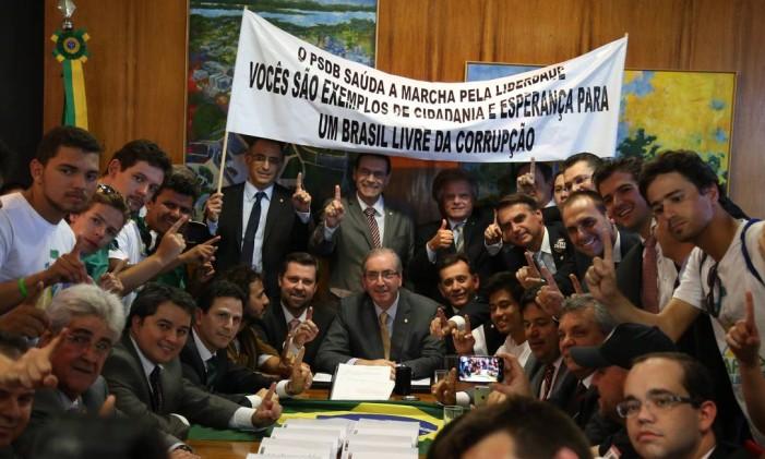 Movimento Brasil Livre entrega no Congresso pedido de impeachment de Dilma Foto: Ailton de Freitas / Agência O Globo