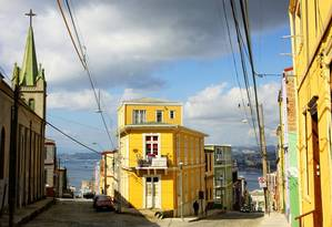 Casas coloridas. O cenário típico de Cerro Concepción, em Valparaíso Foto: Divulgação / Fotos de divulgação