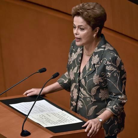 Dilma em discurso no Senado mexicano nesta quarta-feira Foto: YURI CORTEZ / AFP