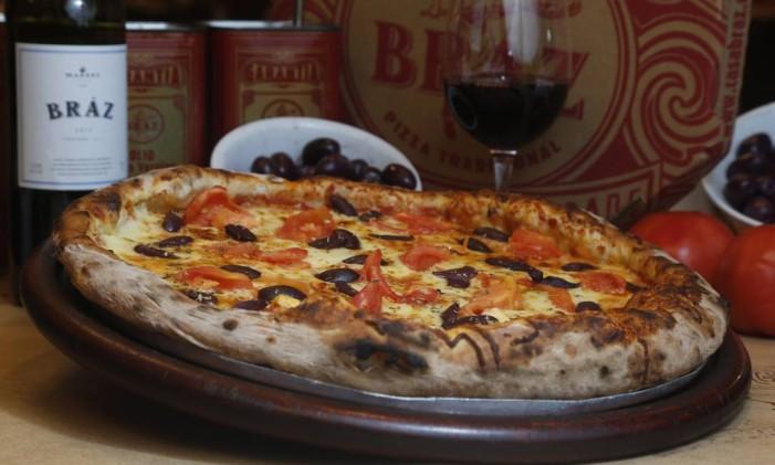 Pizza paulistana, no Bráz do Jardim Botânico: parte da matéria-prima é importada da Itália Foto: Agência O Globo / Felipe Hanower