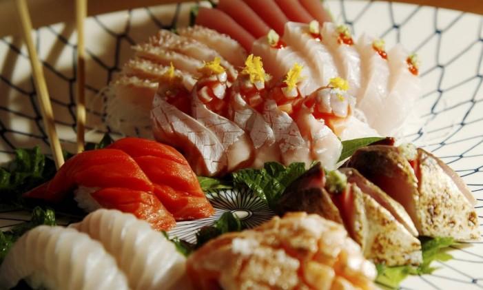 Colorido. No prato, há salmão selvagem, pargo, peixe branco e atum Foto: Eduardo Naddar / Eduardo naddar