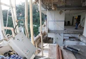 O interior do apartamento 1001 do Edifício Canoas, em São Conrado, onde uma explosão danificou todas as 72 unidades do prédio Foto: Marcelo Carnaval / Agência O Globo