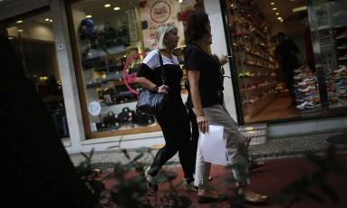 Consumidoras no Centro do Rio Foto: Dado Galdieri/9-4-2015 / Bloomberg News