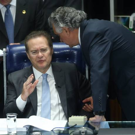 Renan Calheiros prometeu mudar a tramitação das MPs e obrigar a tramitar em separado
