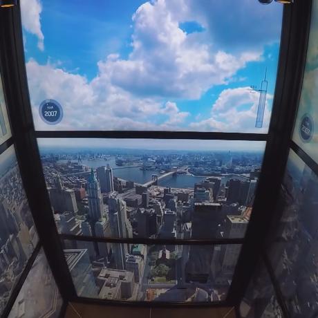 Passeio nos elevadores do One World Trade Center Foto: Vídeo / O Globo