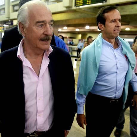 Pastrana e Quiroga chegam ao aeroporto de Caracas nesta quinta-feira Foto: FEDERICO PARRA / AFP