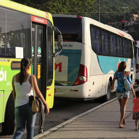 Ônibus da viação 1001 parado próximo à estação Charitas Foto: Divulgação/Marcelo de Holanda
