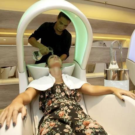 O lavatório-spa com cromoterapia e massagem Foto: Luiz Ackermann/ Agência O Globo
