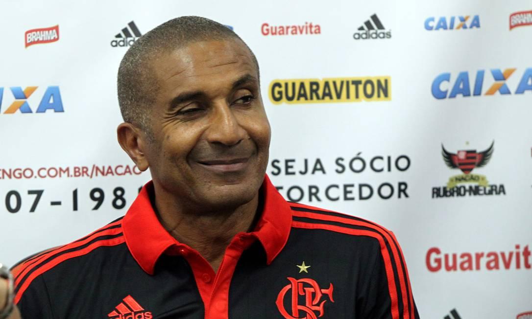 Cristóvão Borges sorri em sua primeira coletiva como técnico do Flamengo Cezar Loureiro / Agência O Globo