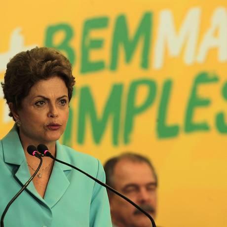 A presidente Dilma Rousseff participa da cerimônia de assinatura da mensagem que encaminha o projeto de lei que institui o Registro Civil Nacional Foto: Jorge William / Agência O Globo