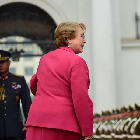 Michelle Bachelet tenta se reerguer após queda brusca de popularidade Foto: MARTIN BERNETTI / AFP