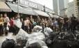 Celulares apreendidos em operação da Polícia Civil no camelódromo da Uruguaiana, que vai passar por recadastramento