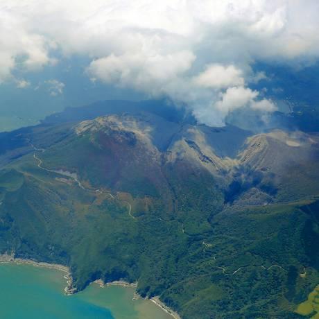 O vulcão entra em erupção no Monte Shindake na ilha de Kuchinoerabujima Foto: Kyodo / Reuters