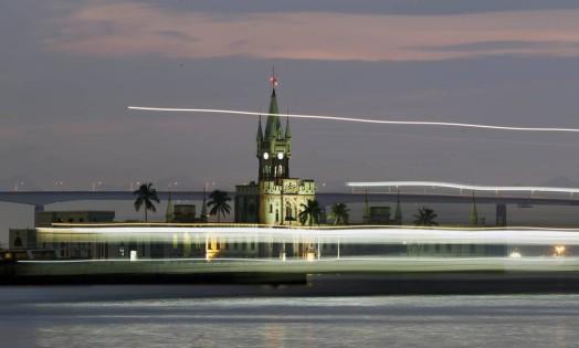 A Ilha Fiscal vista da Praça Quinze, no Centro do Rio Foto: Thiago Lontra / O Globo