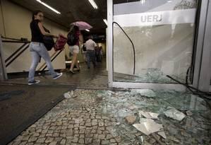 Na manhã desta sexta-feira, clima ainda era tenso entre alunos, professores e a reitoria Foto: Márcia Foletto / Agência O Globo