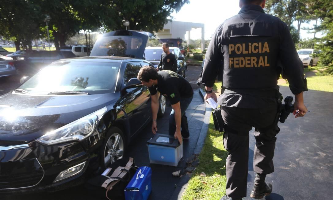 O principal alvo foi o empresário ligado ao PT, Benedito Rodrigues de Oliveira Neto, dono de uma gráfica em Brasília e uma das quatro pessoas presas na operação Foto: Andre Coelho / Agência O Globo