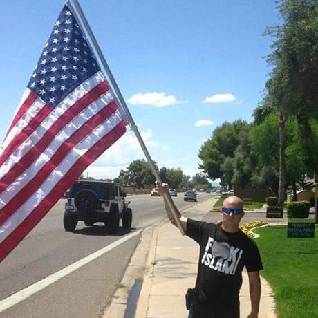 Ritzheimer pretende usar camisa com ofensas à religião em frente a centro muçulmano Foto: Facebook / Jon Ritzheimer