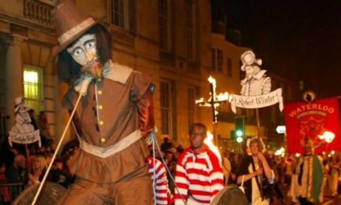 Noite de Guy Fawkes é tradição britânica Foto: Toby Melville / Reuters