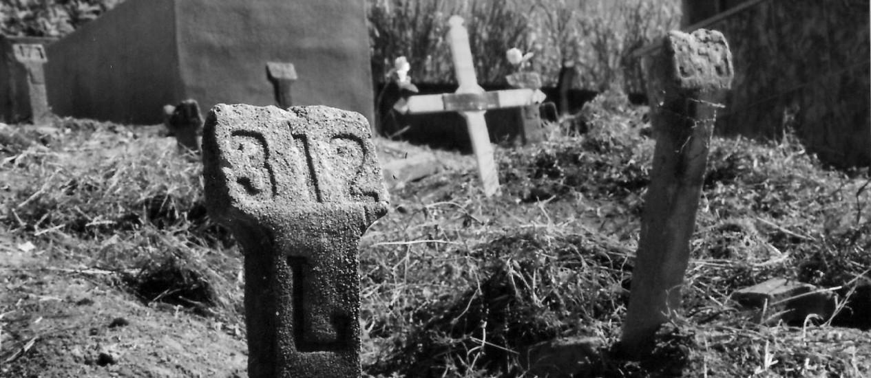 Cova no cemitério de Juiz de Fora onde estava enterrado Milton Soares de Castro, morto sob custódia dos militares na ditadura Foto: Henrique Viard/Divulgação