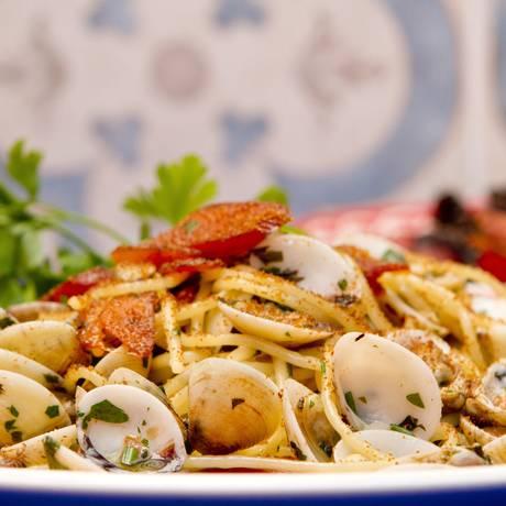 Espaguete à Casa do Sardo: preparado com vôngole fresco, botarga (ovas de tainha), limão siciliano, azeite extravirgem, alho, salsinha e pimenta (R$ 49) Foto: Agência O Globo / Bia Guedes