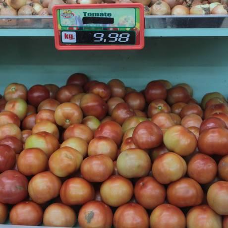 Inflação aumenta preço do tomate. Brasileiro está consumindo menos Foto: Cléber Júnior / Agência O Globo