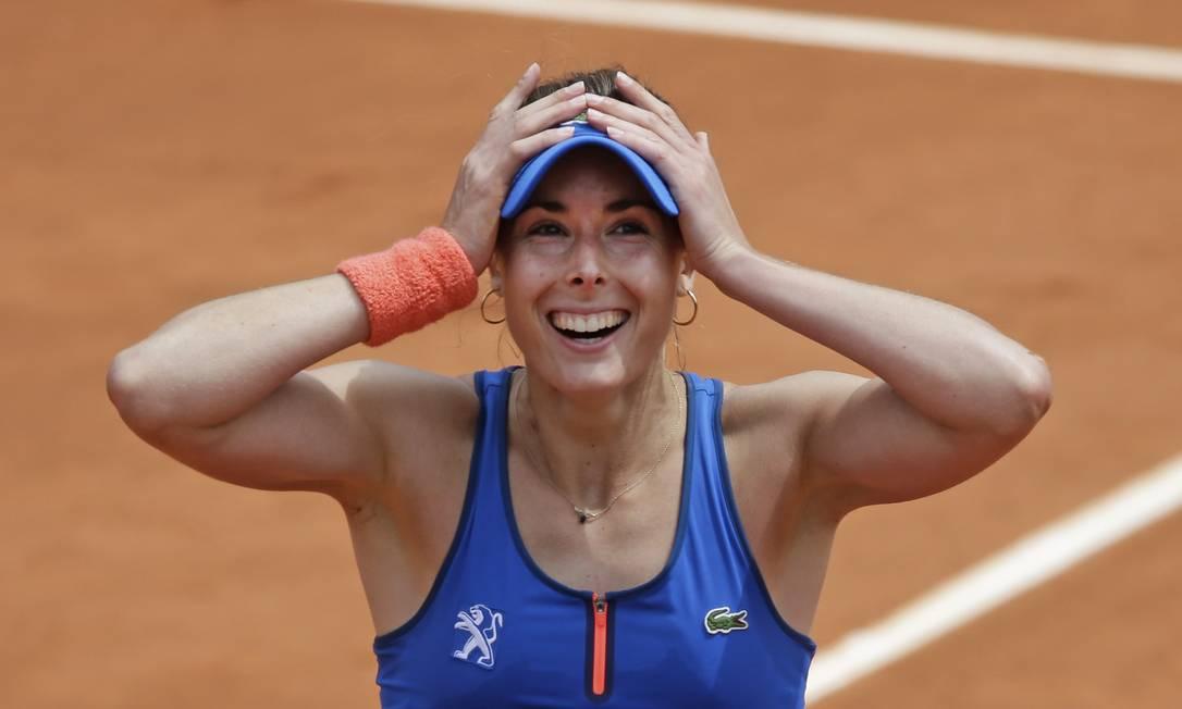 Queridinha da torcida local, Cornet venceu a croata Mirjana Lucic-Baroni por 4/6, 6/3 e 7/5 Thibault Camus / AP