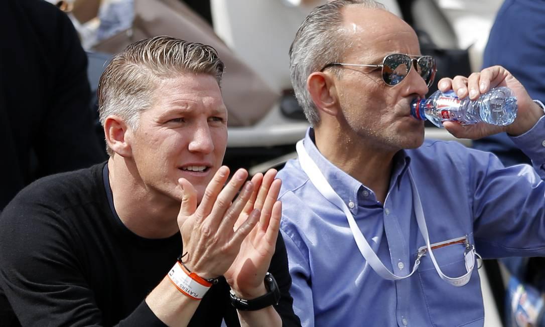 ...e foi aplaudida pelo namorado, o craque alemão de futebol Bastian Schweinsteiger Francois Mori / AP