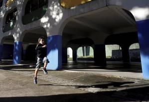 Profissionais que trabalharam no começo do projeto são utilizados para pensar como a educação em tempo integral pode ser feita pra as próximas gerações Foto: Custódio Coimbra / Agência O Globo