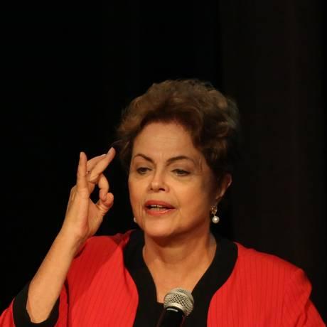 A presidente Dilma Rousseff participa da abertura da conferência nacional do PCdoB na UNIP, em SP Foto: Fernando Donasci / Agência O Globo