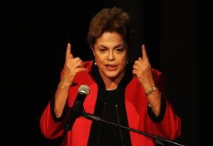 A presidenta Dilma Rousseff participa da abertura da conferência nacional do PCdoB na UNIP, em SP Foto: Fernando Donasci / Agência O Globo