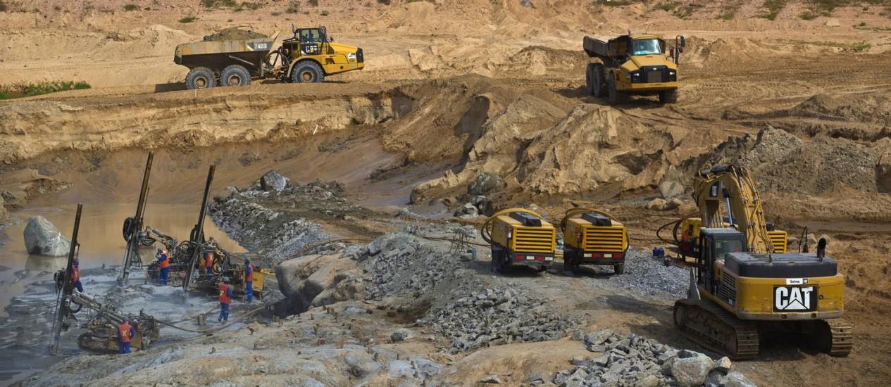 Operadores trabalham nas obras de Belo Monte, projeto de R$ 30 bilhões. Foto: Dado Galdieri/20-12-2014 / Bloomberg