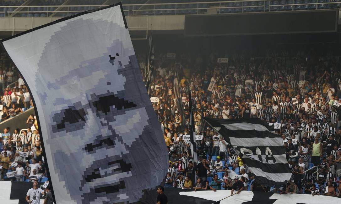 A torcida alvinegra homenageia seu maior ídolo, Jefferson Alexandre Cassiano / Agência O Globo