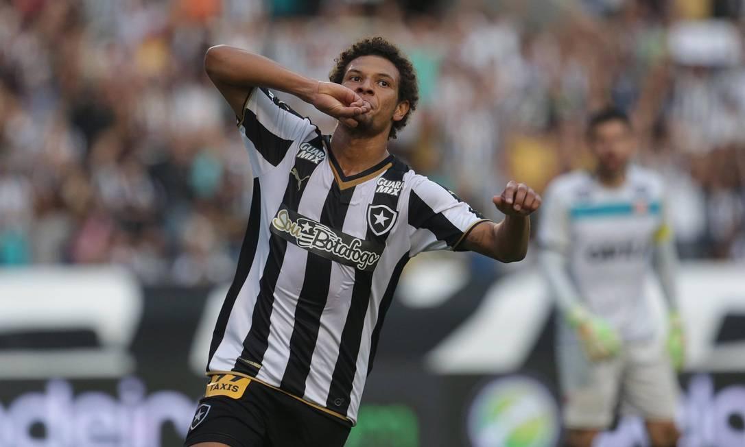Willian Arão faz o segundo do Botafogo Márcio Alves / Agência O Globo