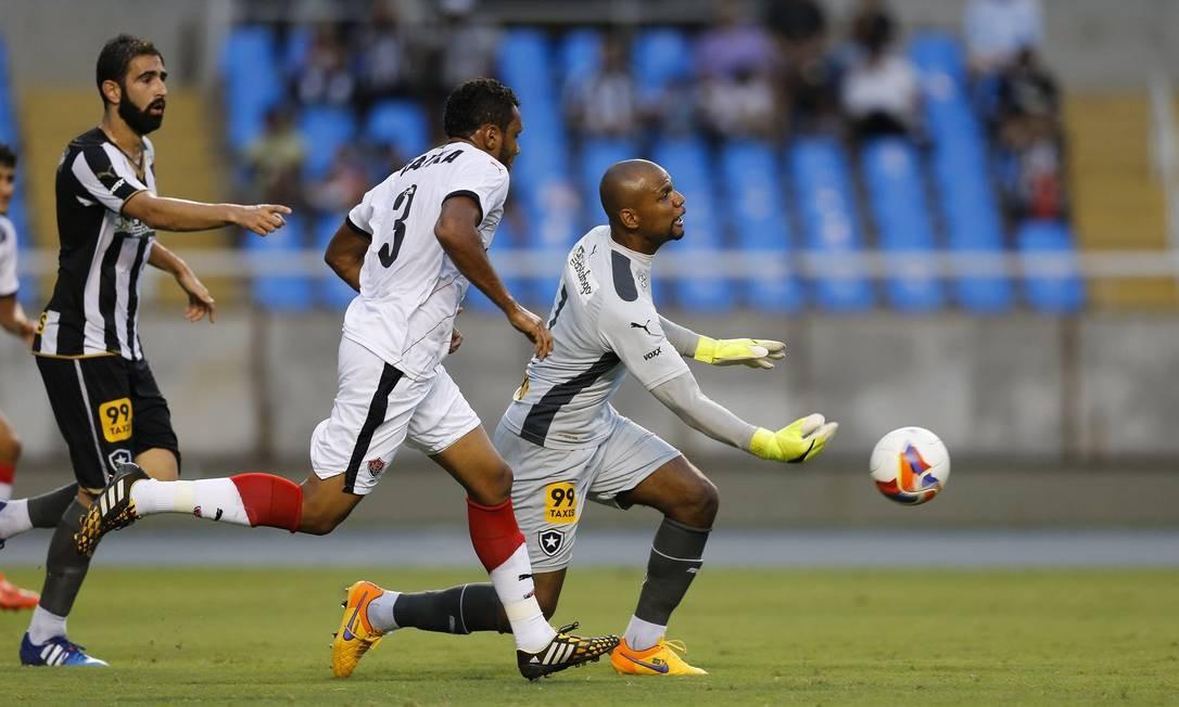 Jefferson repõe a bola no Nilton Santos Alexandre Cassiano / Agência O Globo