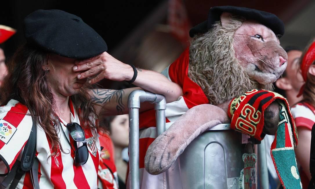A tristeza do torcedor do Athletic Bilbao QUIQUE GARCIA / AFP