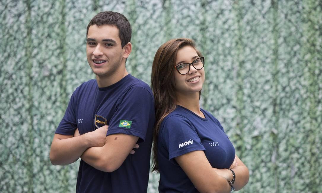 O marqueteiro da campanha Raphael Riccio com a eleita presidente Juliana Vinchon Foto: Ana Branco / Agência O Globo