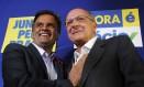 Aécio ou Alckmin? Análise será sobre qual dos tucanos sairá candidato na eleição de 2018, que pode derrotar o PT Foto: Fernando Donasci / O Globo/6-10-2014